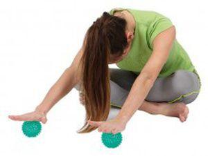 ... pelota de Pilates de pequeñas dimensiones   con salientes   para el  hombre 5734dd278076