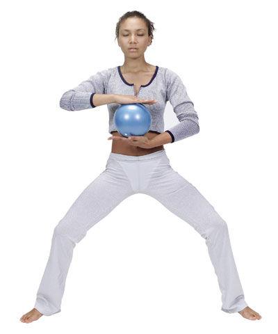 Pelota de Pilates de pequeñas dimensiones   para el hombre - Over Ki ... a70c72486d14