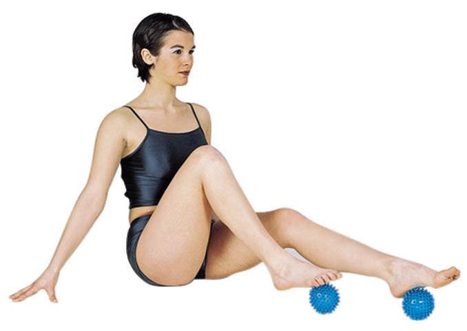 ... pelota de Pilates de pequeñas dimensiones   con salientes   para el  hombre ... f693e988c7a1