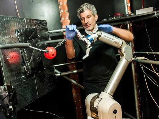 Los amputados pueden aprender controlar un brazo robótico con sus mentes