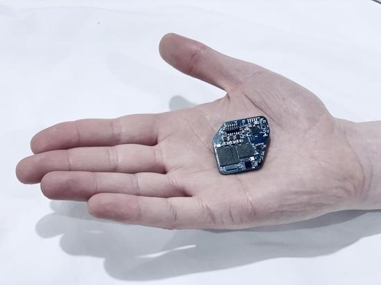 El implante lee y estimula simultáneamente el cerebro para controlar a Parkinson, otras enfermedades