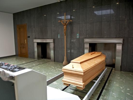 Dentro de un crematorio típico