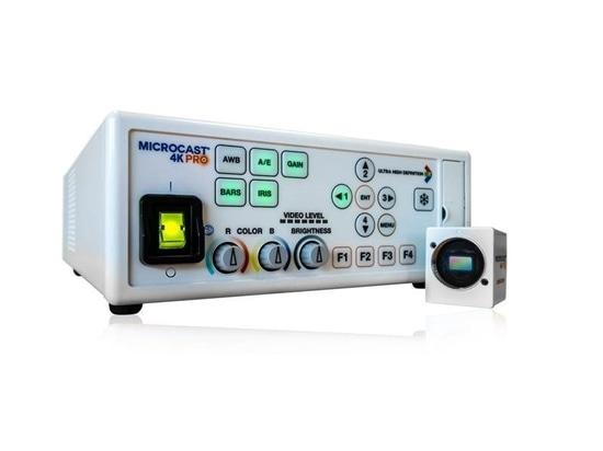Los sistemas de la cámara de vídeo conectan con los microscopios