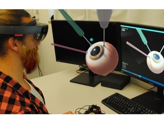 Los cirujanos practican procedimientos quirúrgicos en un modelo virtual en 3D