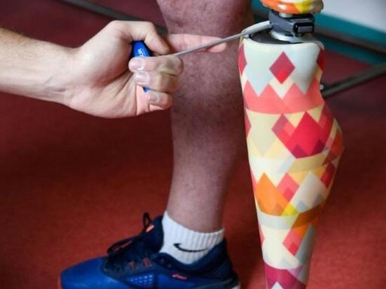 Las prótesis'feas' reciben un tratamiento de diseño francés
