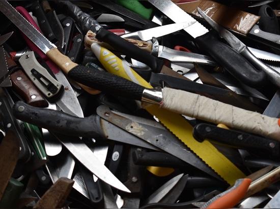 Inciner8 apoya la caridad del crimen de cuchillo transformando armas en gimnasios