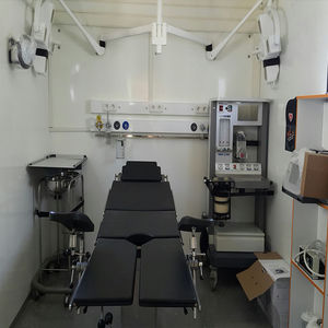 clínica móvil de remolque