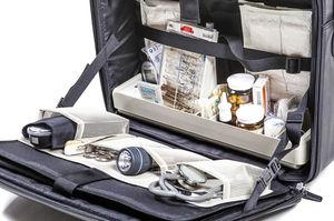 maletín de médico con carrito