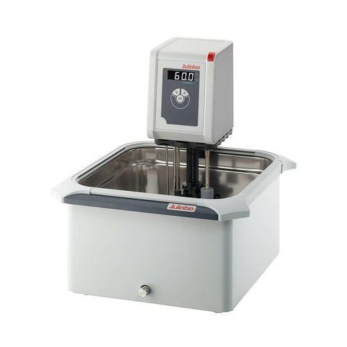 baño María termostáticamente regulado / de circulación / de mesa