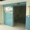 puerta corredera / de hospital / de laboratorio / con paneles de vidrio