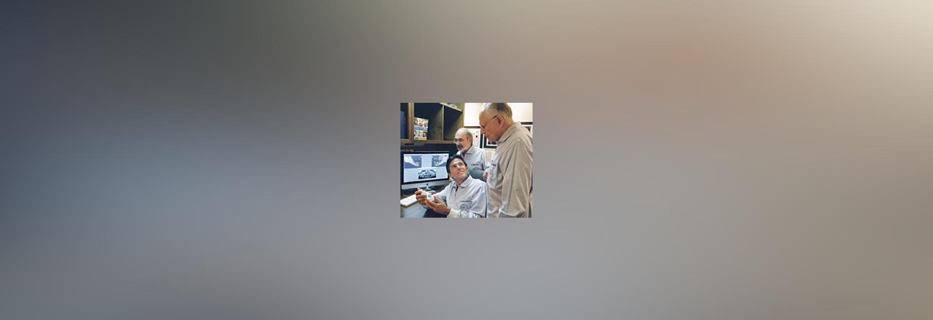 ¿? ¿Equipo Atlanta? (de izquierda a derecha: DRS. Mauricio Salama, David Garber, y Ronald Goldstein) que repasa un caso complejo que utiliza tecnologías tridimensionales modernas.