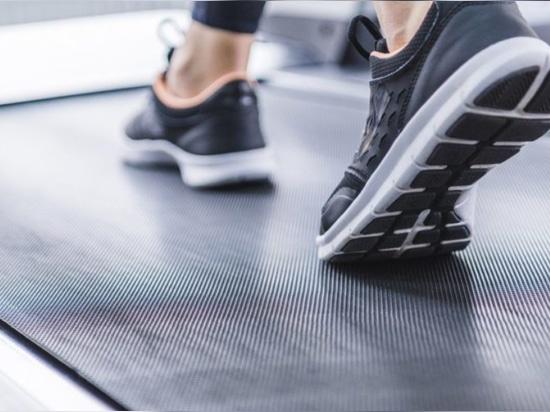 Medicina deportiva - siga moviéndose para mantenerse saludable