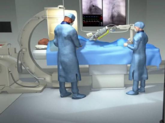El cirujano realiza procedimientos cardiovasculares en pacientes a 20 millas de distancia