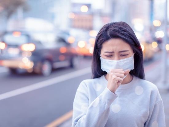 Los pacientes de Covid-19 tienen una tos con un sonido característico de un chirrido al final de la respiración que difiere de otras enfermedades.