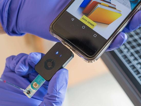 Los científicos han desarrollado una herramienta para teléfonos inteligentes que proporciona un resultado preciso y cuantitativo de Covid-19 en menos de una hora.